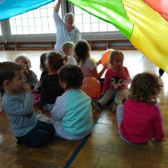 Kleines Abschlussfest beim Eltern-Kind-Turnen